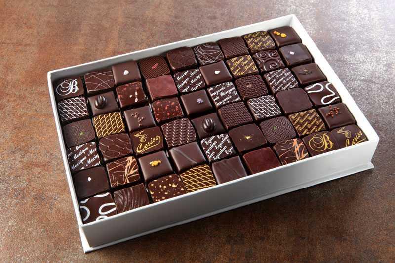 Une boite de chocolat à offrir en accompagnement d'un bouquet de fleurs