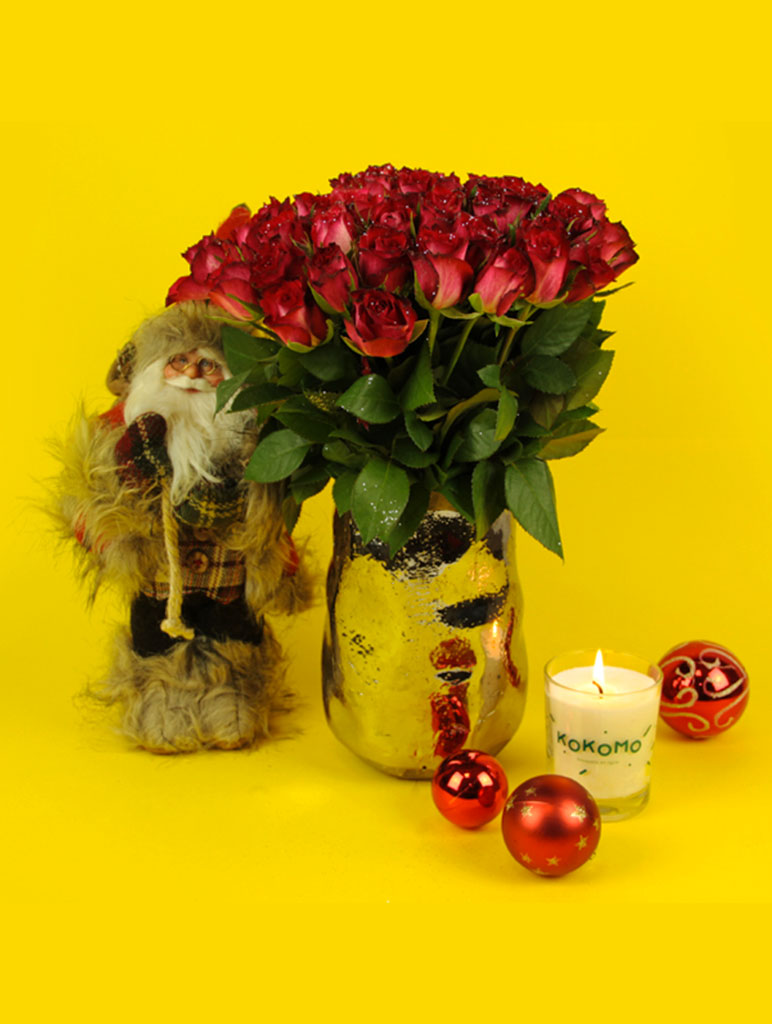 Bouquet de roses rouges et bougie parfumée pour Noel
